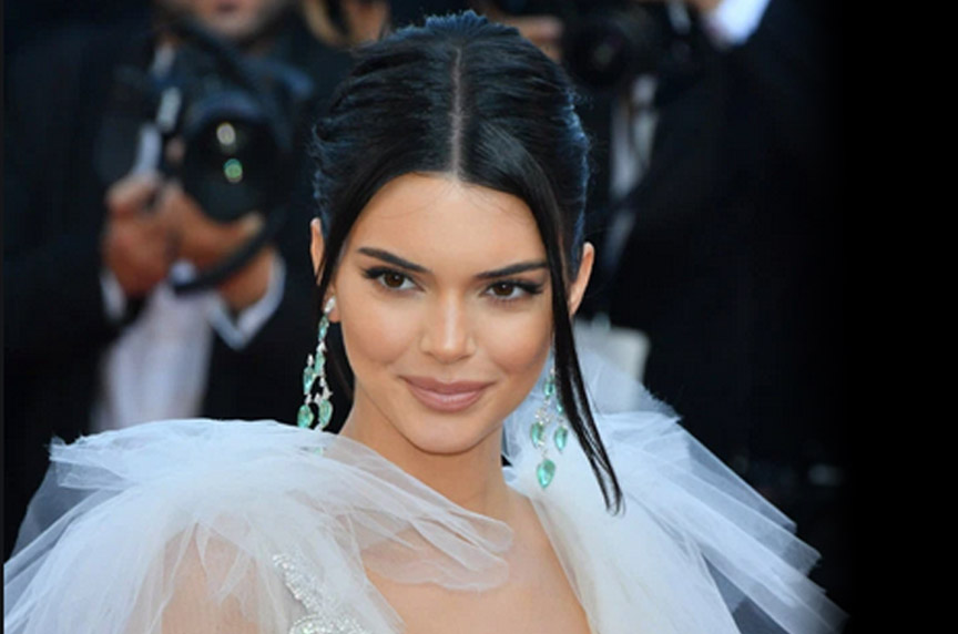 How Kendall Jenner Achieved Hair Perfection During the Super Bowl.