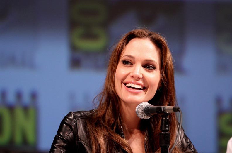 Support in the time of corona: Angelina Jolie donate one million dollar.